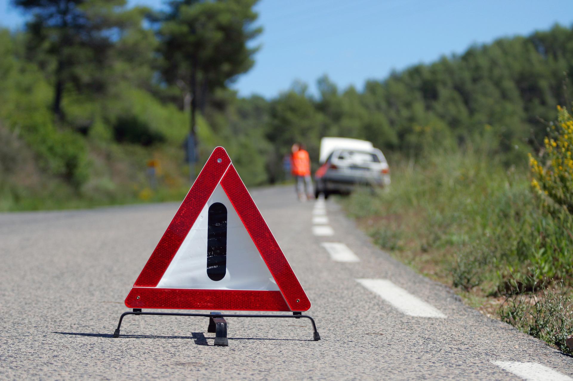 Car breakdown warning sign